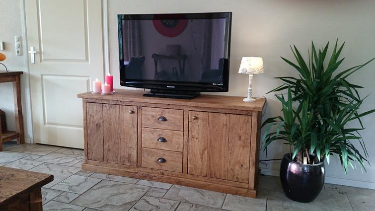 Massief houten tv meubel op maat gemaaktmeubelmakerij vos buinen