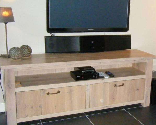 Massief houten tv meubel op maat gemaakt Meubelmakerij Vos,Buinen(Drenthe)